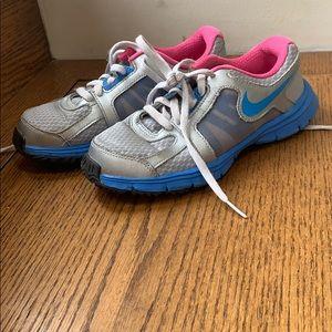Girls size 2 running shoes Nike